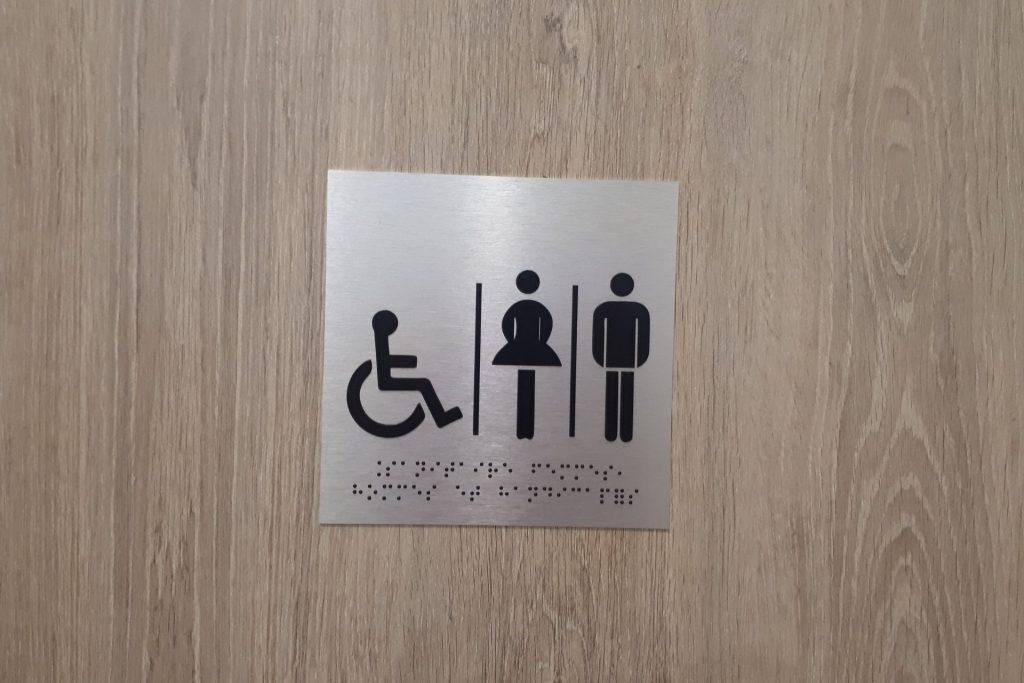plaque de porte sanitaire braille